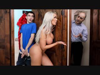 Порно с Nina Elle