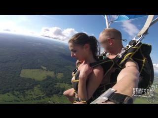 Alina Hennesy, Ally Breelsen (Naked Parachute Jump)[2017, Public Nude, HD 1080p] - смотреть видео онлайн
